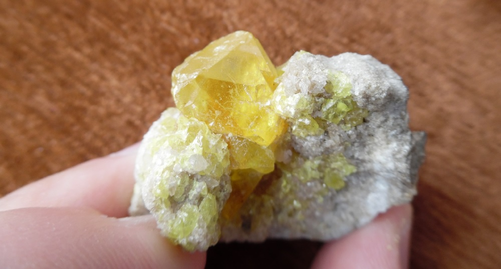 Кристаллическая сера. Почему трескаются кристаллы на теле и целительные свойства серы