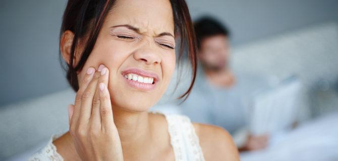 Мигрень и имплант серых. Почему может сводить челюсть?
